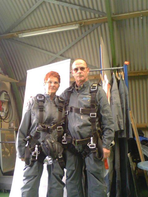 Fallschirmspringer Inge und Henry